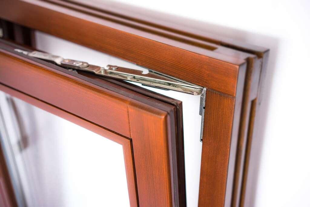 Открывать на проветривание деревянные окна
