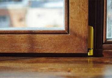 Почему деревянные окна дороже пластиковых